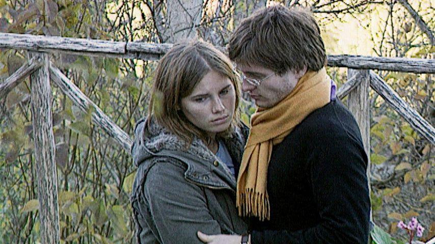 Amanda Knox und Raffaele Sollecito am Tatort in Perugia, Italien, 2007