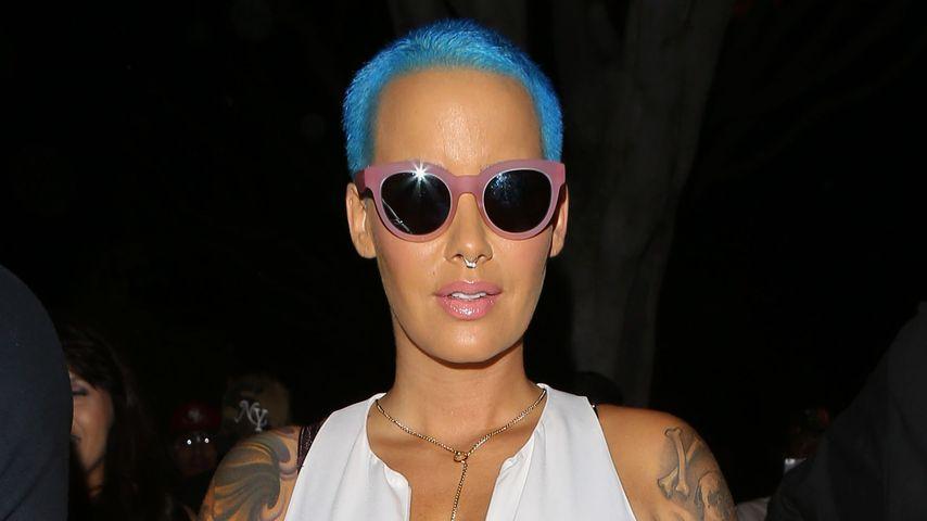 Blau gemacht! Amber Rose zeigt bunten Glatzen-Look