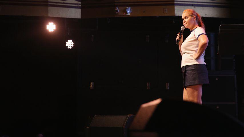 """Amy Schumer bei einem Auftritt am """"Hilarity for Charity"""" in New York"""