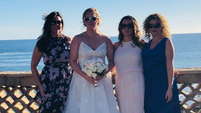 Amy Schumer mit ihren Hochzeitsgästen