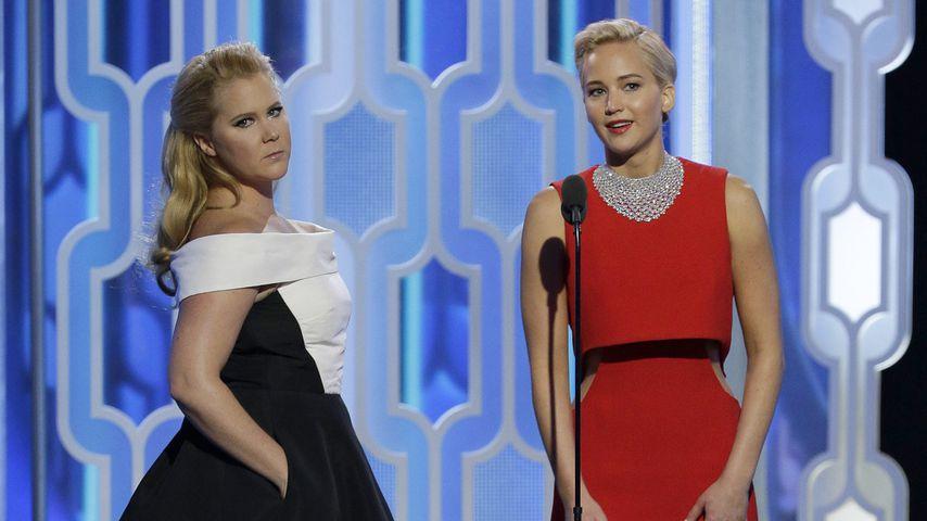 Amy Schumer und Jennifer Lawrence bei den Golden Globes 2016