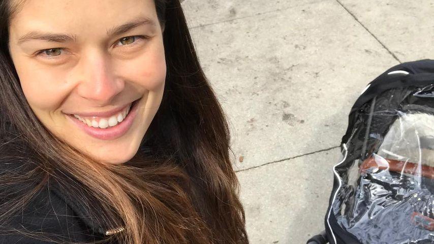 Strahlende Mama: Hier wippt Ana Ivanovic ihren kleinen Sohn