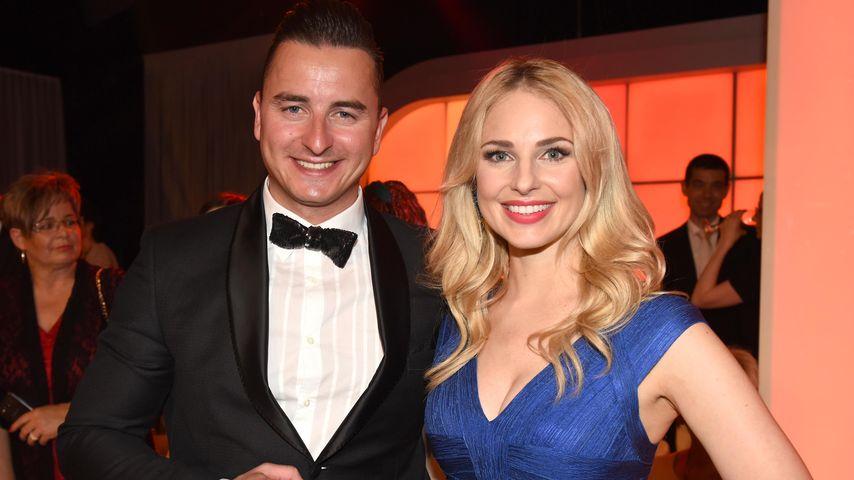Andreas Gabalier mit Freundin Silvia Schneider im ORF-Zentrum in Wien