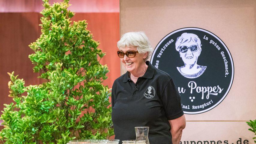 So glücklich ist blinde Gründerin Frau Poppes mit Löwe Ralf