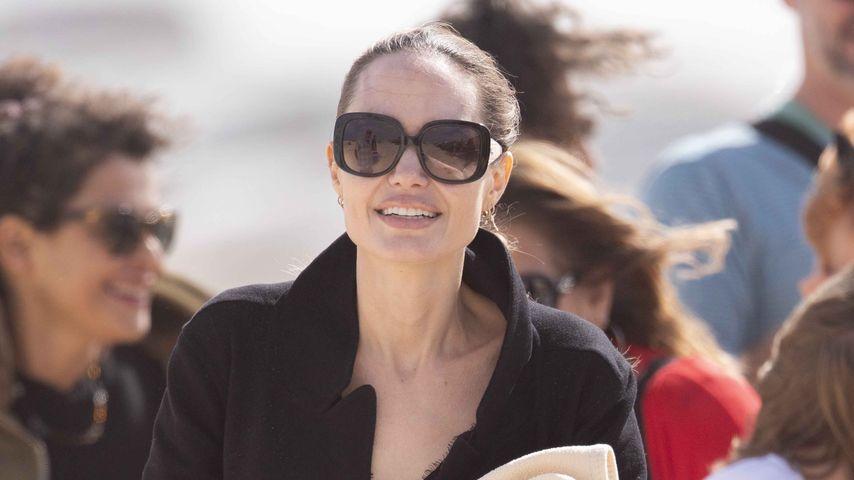 Single-Glow: Angelina Jolie strahlend auf Fuerteventura