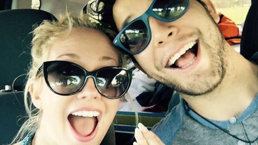 Anna Camp und Skylar Astin