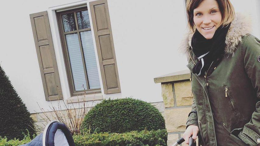 1. Spaziergang: Anna-Maria Zimmermann genießt Zeit mit Baby