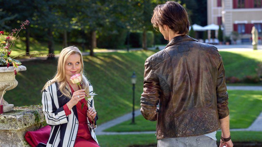 """Annabelle (Jenny Löffler) und Joshua Winter (Julian Schneider) am Set von """"Sturm der Liebe"""""""