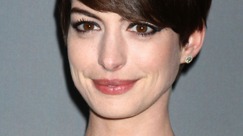 Catwoman! Anne Hathaway mit Cat-Eye Make-up
