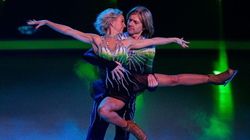 """Annette Dytrt und John Kelly in der ersten Folge von """"Dancing on Ice"""""""