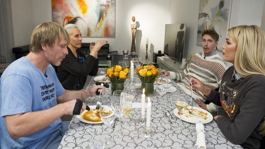 Ansgar Brinkmann, Natascha Ochsenknecht, David Friedrich und Giuliana Farfalla beim Dschungel-Dinner