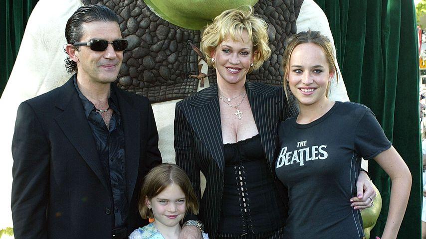 Antonio Banderas, Melanie Griffith, Dakota Johnson und Stella Banderas im Jahr 2004