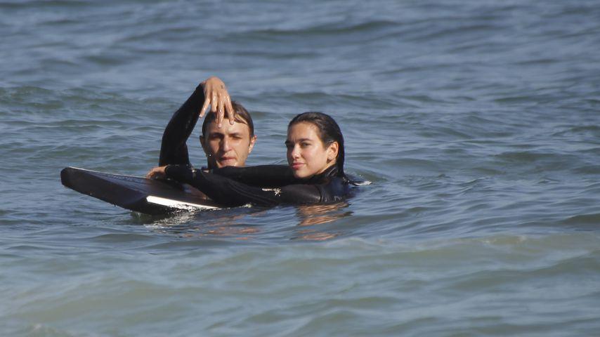 Anwar Hadid und Dua Lipa beim Surfen in Malibu