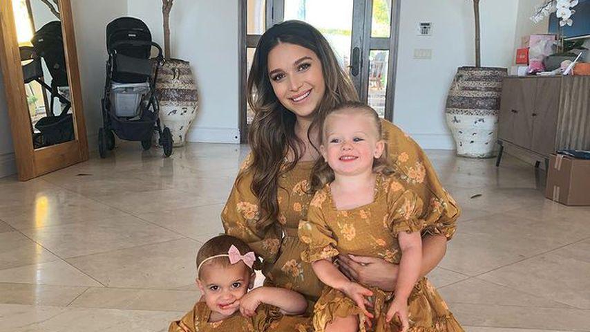 April Love Geary mit ihren Töchtern im November 2020