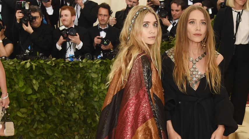 Ashley und Mary-Kate Olsen auf einer Kostümgala in New York