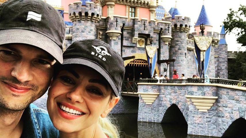 Ashton Kutcher und Mila Kunis im Disneyland