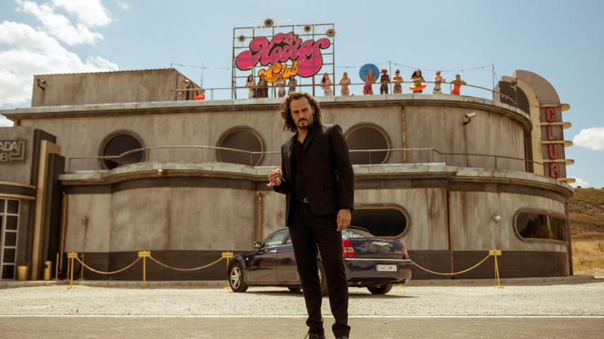 """Asier Etxeandia als Romeo in der Netflix-Serie """"Sky Rojo"""""""