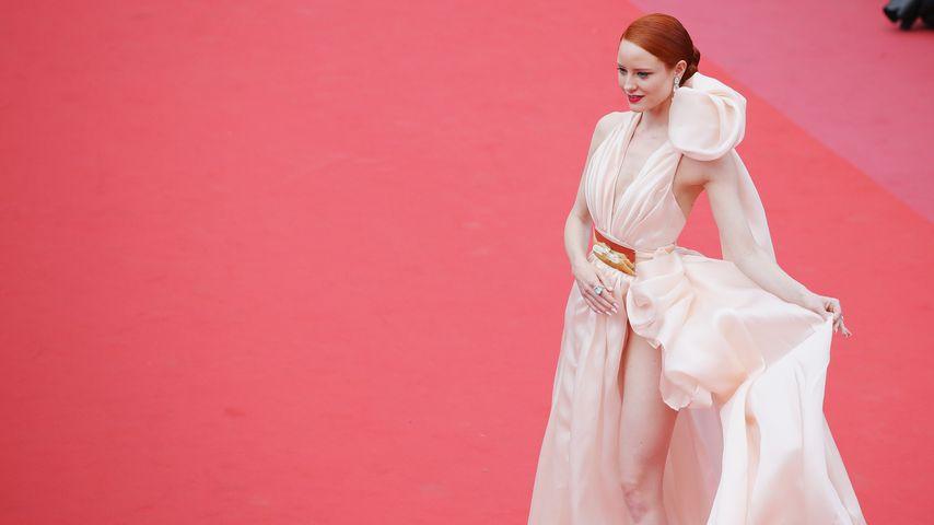In Cannes: Barbara Meier struggelt mit Mega-Bein-Schlitz