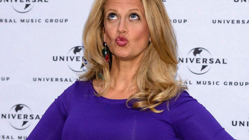 Barbara Schöneberger mit Duckface bei einer Universal-Gala