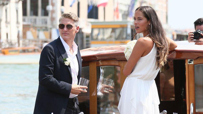 Bastian Schweinsteiger und Ana Ivanovic kurz nach der Trauung