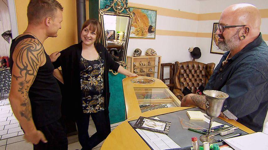 """""""Bauer sucht Frau""""-Jörg mit Vanessa im Tattoo-Studio"""
