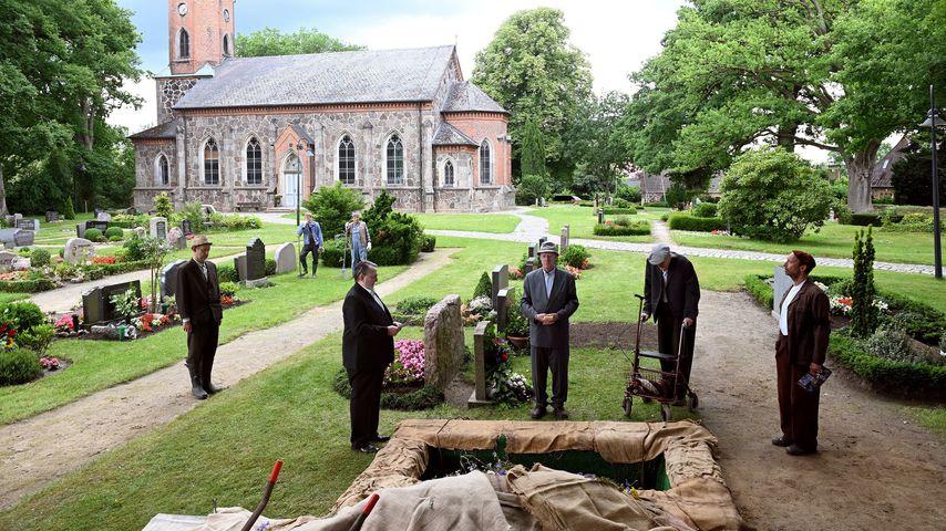 Beerdigung von Bauer Brakelmann (Jan Fedder)