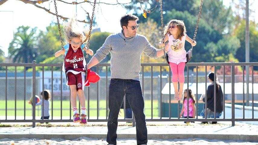 Süßes Multitasking: Ben Affleck bespaßt Töchter