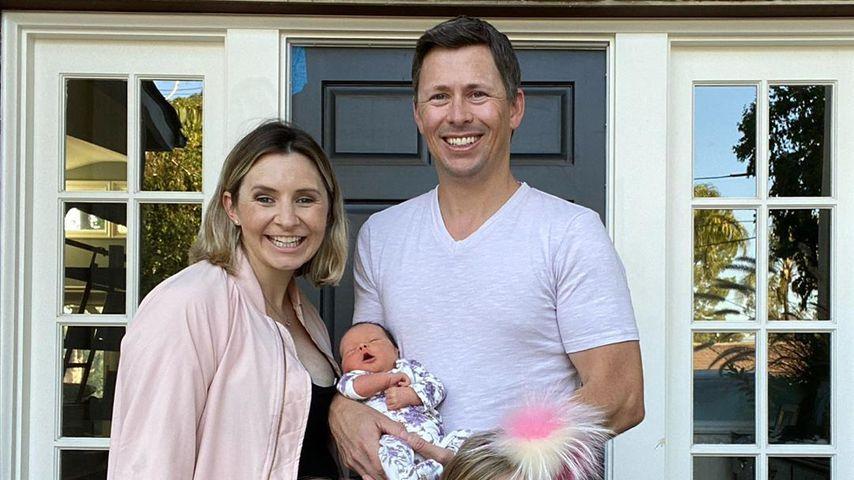 Beverley Mitchell mit ihrem Mann und den drei Kindern Mayzel, Hutton und Kenzie