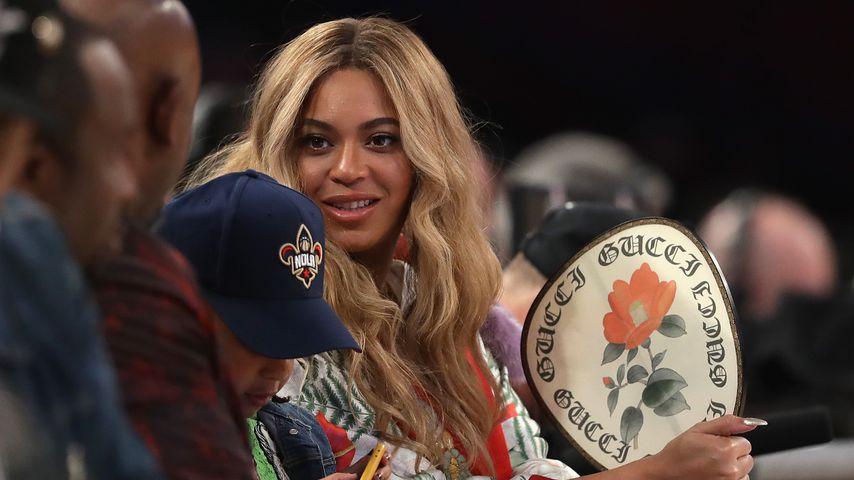 Beyoncé bei einem Basketball-Spiel