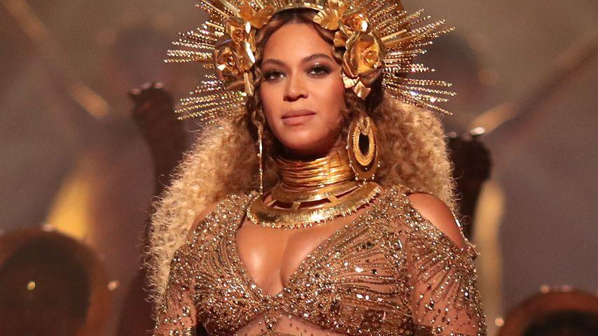 Gold-Göttin Beyoncé: Mega-Grammy-Auftritt mit XXL-Babybauch