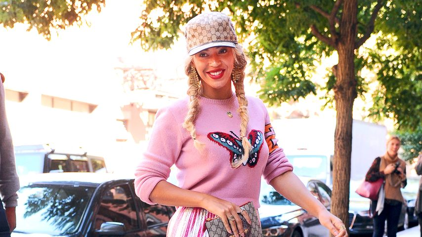 Pretty in Pink? Beyoncé erstaunt im wilden Barbie-Look!