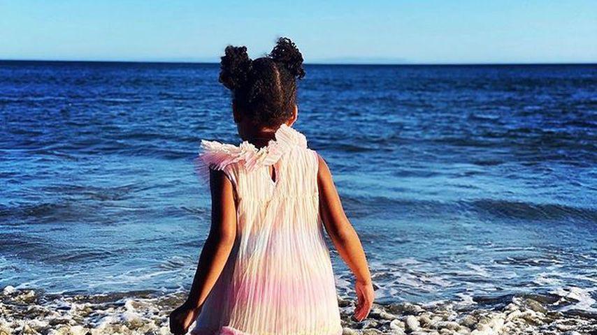 Beyoncés Tochter Rumi am Strand