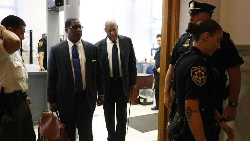 Bill Cosby auf dem Weg zum Gerichtssaal in Norristown