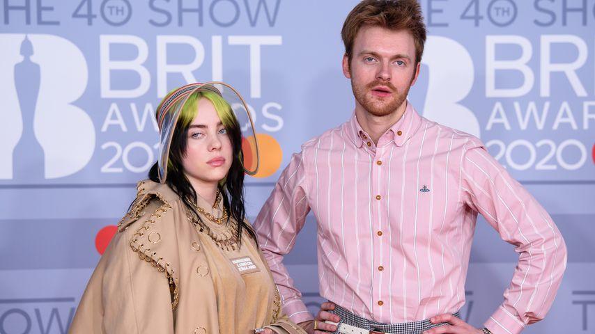 Billie Eilish und ihr Bruder Finneas O'Connell bei den Brit Awards im Jahr 2020