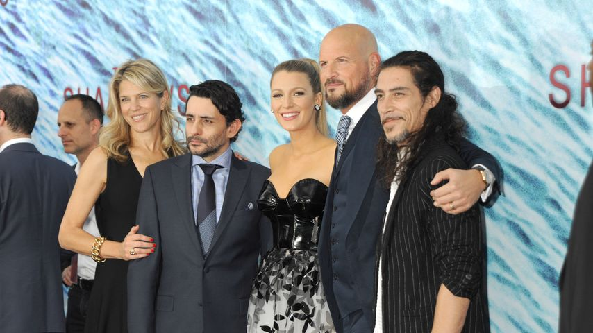 "Blake Lively mit dem Cast von ""The Shallows"""