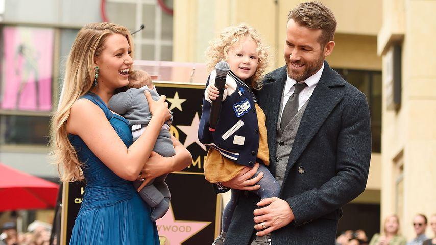 """Blake Lively und Ryan Reynolds mit ihren Töchtern auf dem """"Walk of Fame"""" in L.A."""