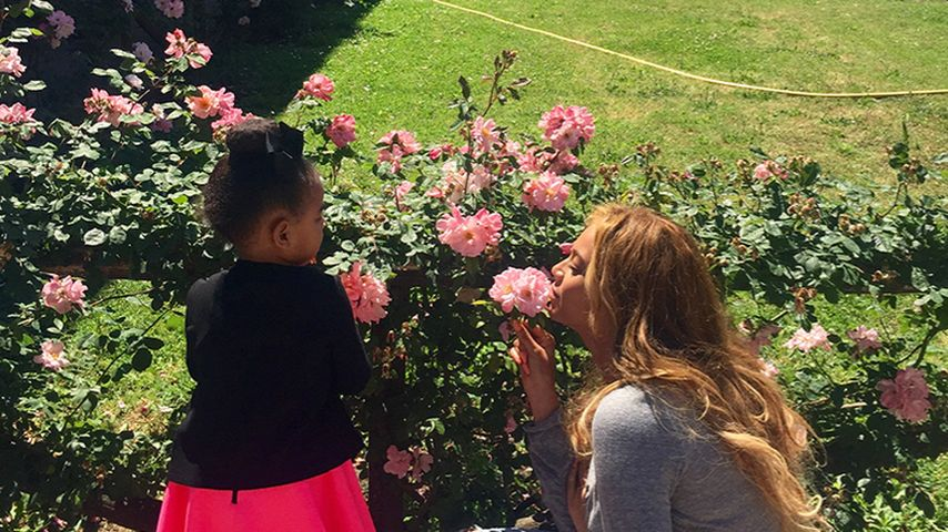 Blue & Beyoncé: Rosige Urlaubsgrüße aus Bella Italia