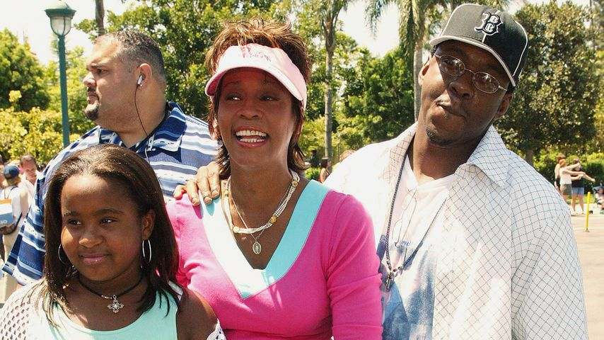 Bobbi Kristina, Whitney Houston und Bobby Brown im August 2004 in Anaheim