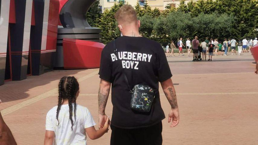 Bonez MC mit seiner Tochter