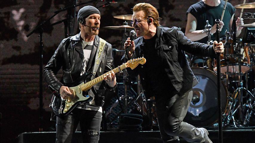 Bono und Gitarrist The Edge performen in New Jersey