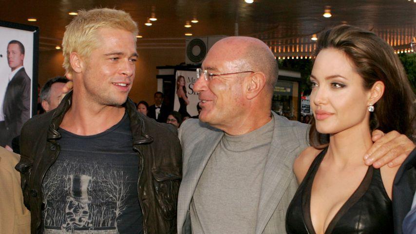 """Brad Pitt, Arnon Milchan und Angelina Jolie bei der Premiere von """"Mr. & Mrs. Smith"""""""