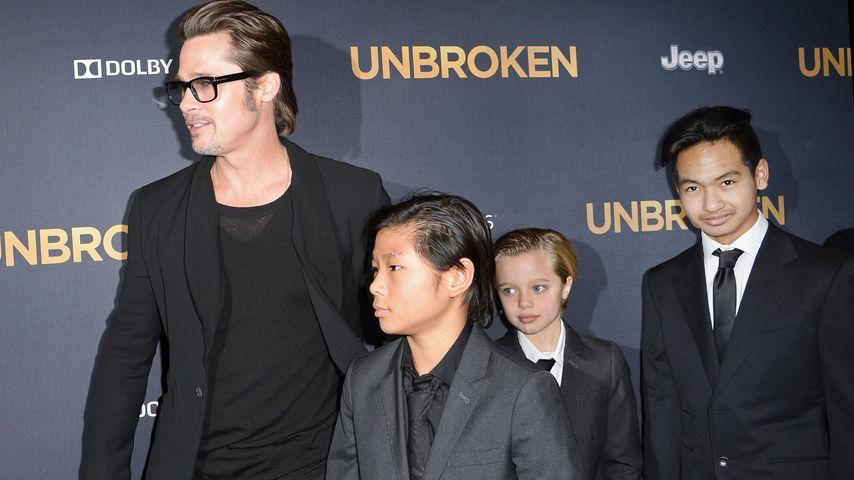 """Brad Pitt mit Pax, Shiloh und Maddox im Dezember 2014 bei der """"Unbroken""""-Premiere in Los Angeles"""