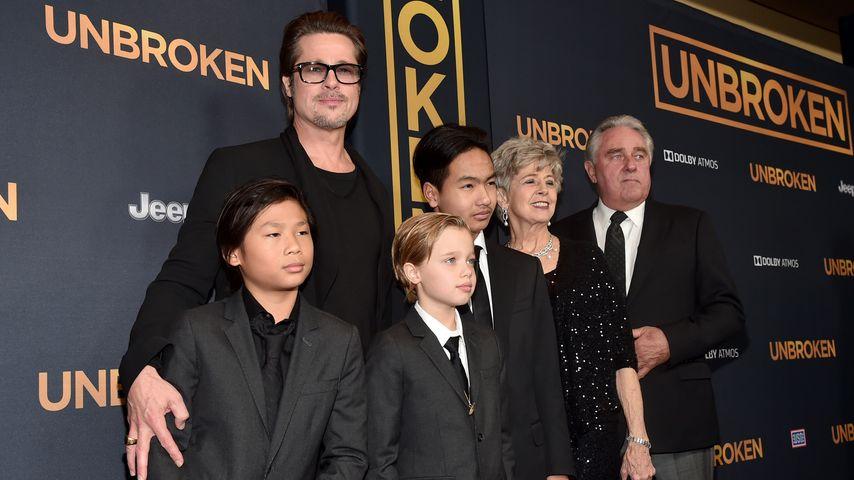 Brad Pitt mit Pax Thien, Shiloh Nouvel, Maddox und seinen Eltern im Dezember 2014 in Los Angeles