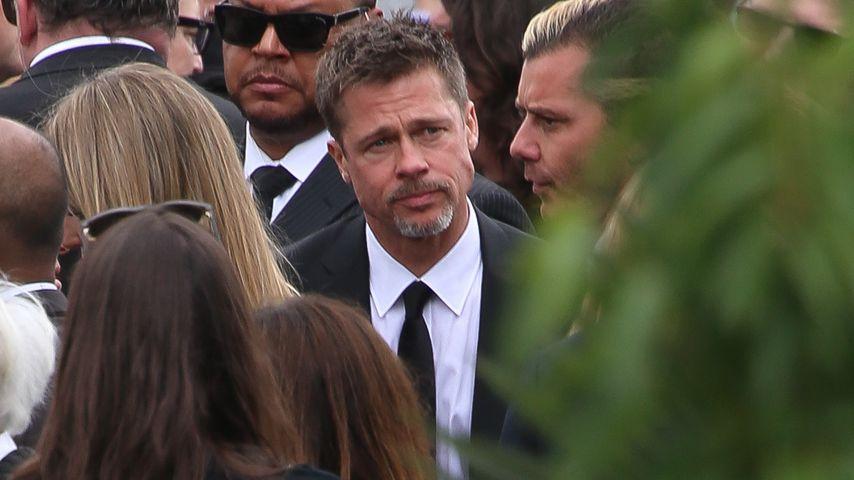 Schwerer Gang: Brad Pitt nimmt Abschied von Chris Cornell