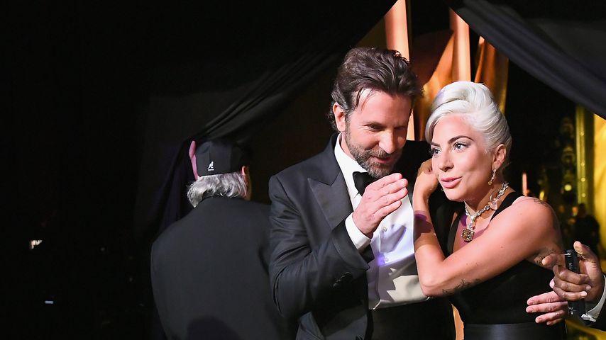 Lady Gaga & Bradley schmusten nach Auftritt Backstage weiter
