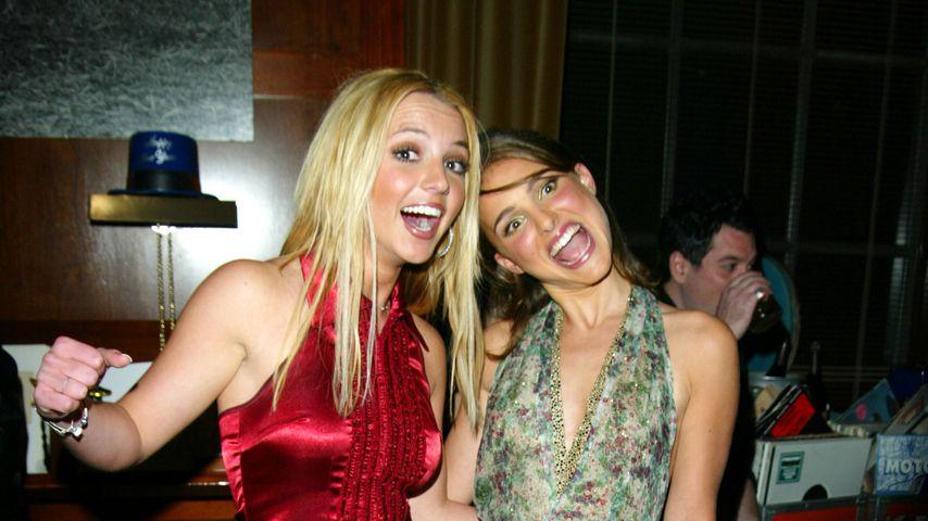 Britney Spears und Natalie Portman im Dezember 2002