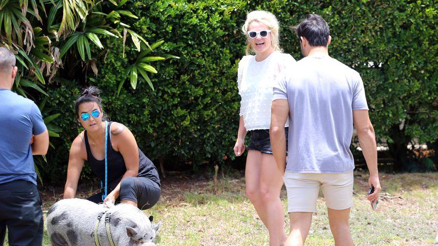 Britney Spears und Sam Asghari (rechts) in ihrem Urlaub auf Hawaii