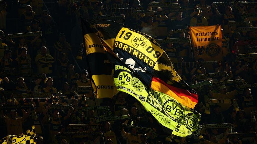 Für toten BVB-Fan: Komplettes Dortmund-Stadion singt Ballade