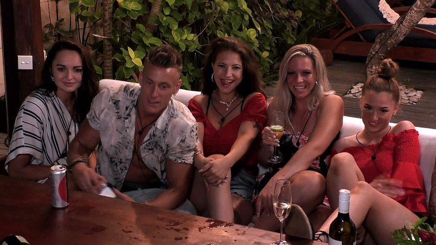 """Calvin Kleinen mit den """"Temptation Island""""-Single-Frauen"""