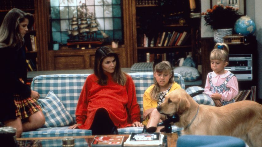 "Candace Cameron Bure, Lori Loughlin, Jodie Sweetin und Mary Kate oder Ashley Olsen bei ""Full House"""
